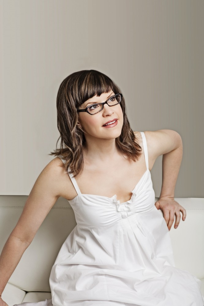 Lisa-Loeb-Color-Shot-B-666x1000